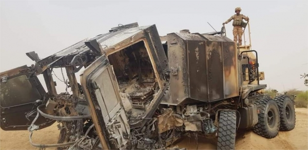 Un CaRaPACE saute sur un IED mais que des blessés 31531310