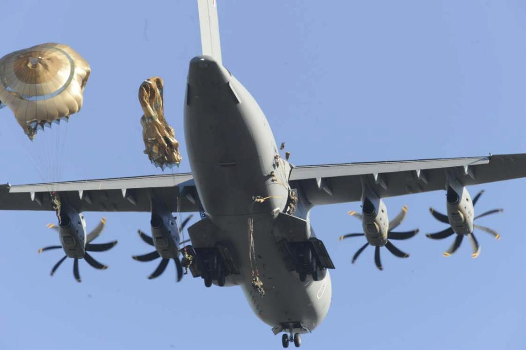 1er largage opérationnel par A400M au Mali 32wz9y10