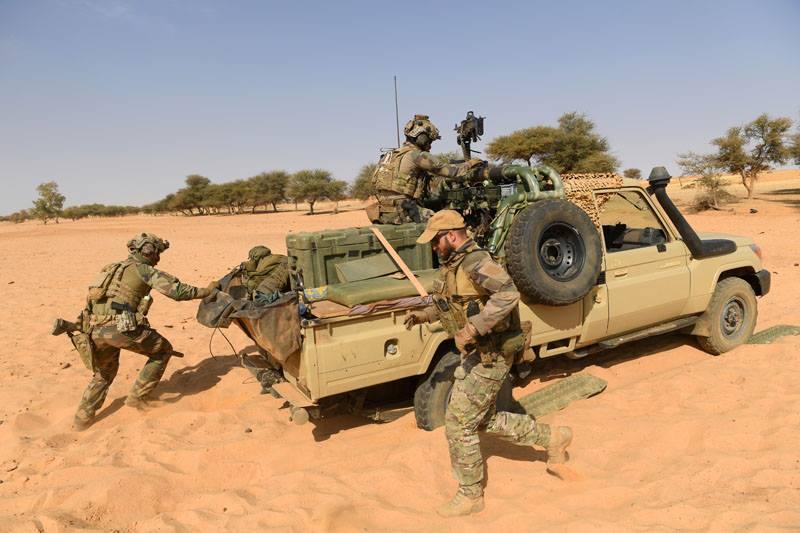 Avec les Groupe Commando Montagne du Liptako 53305510