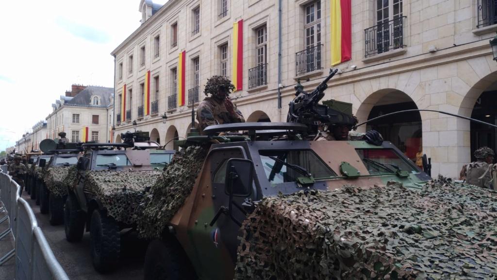 Défilé militaire 8 mai à Orléans 5cd2c710