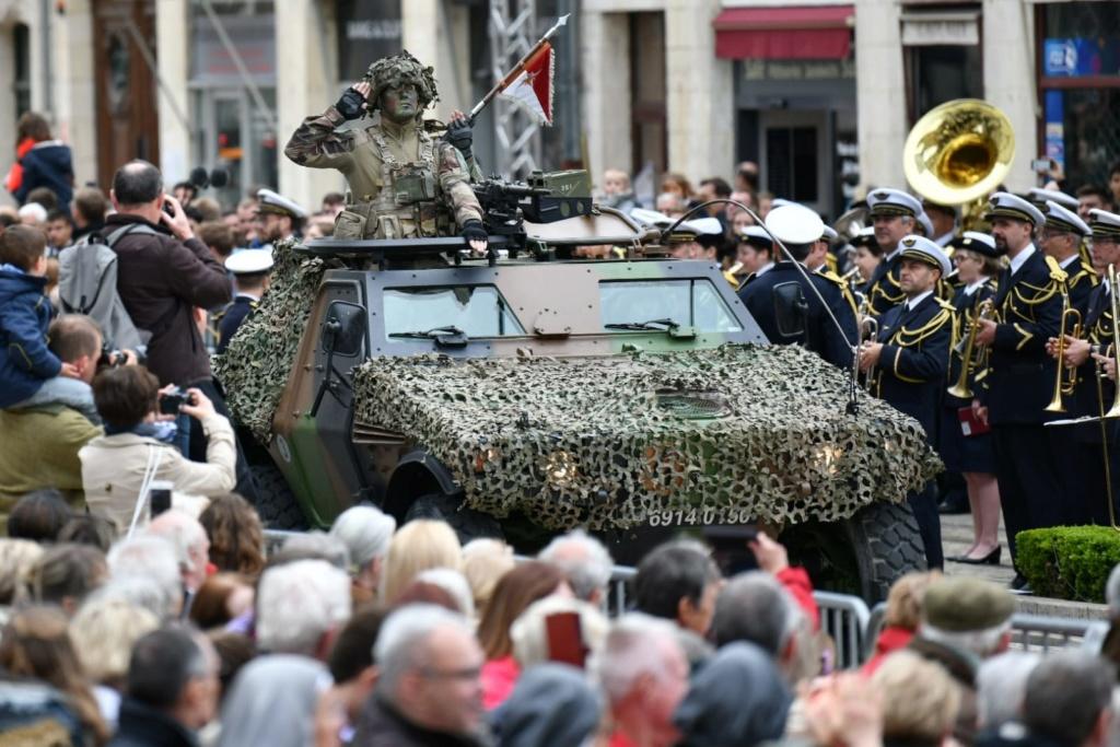 Défilé militaire 8 mai à Orléans 5cd2db10