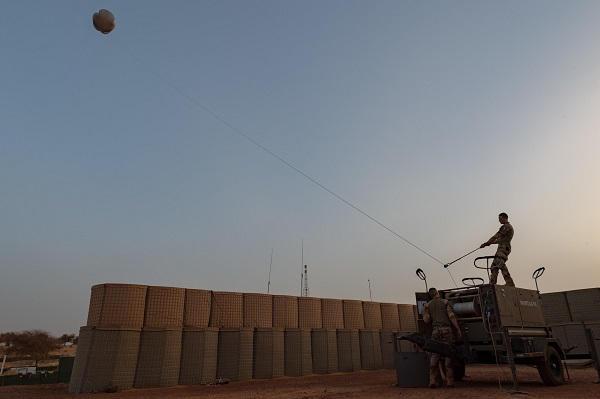 Un ballon captif surveille les environs de la BOAT de Gossi Ballon11