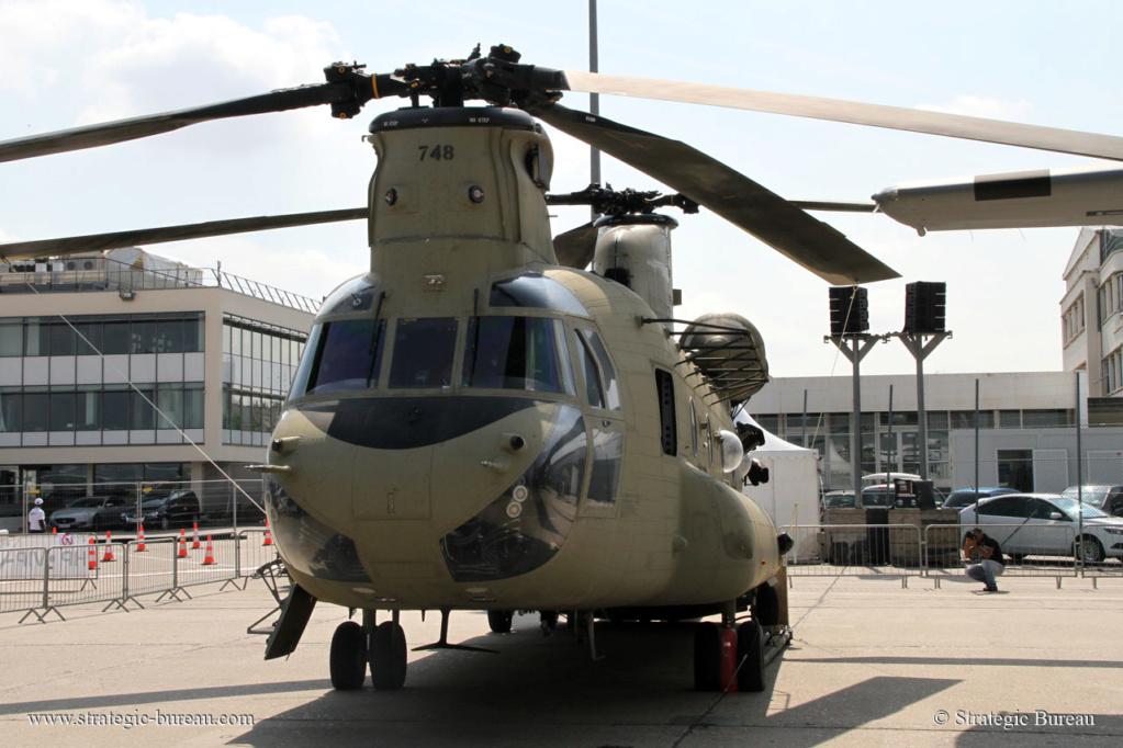 Premier vol de l'Apache et du Chinook indiens Ch-47-10