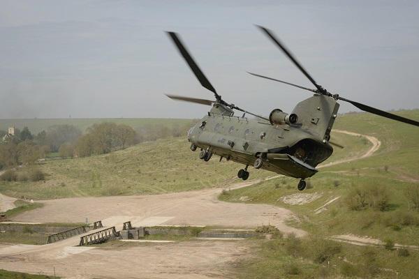 Des hélicos britanniques pour l'opération Barkhane au Sahel Chinoo10