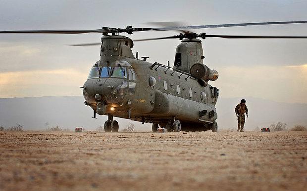 Des hélicos britanniques pour l'opération Barkhane au Sahel Chinoo11