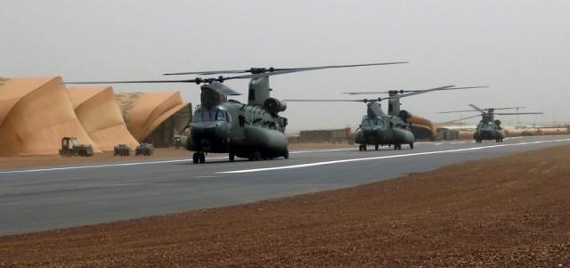 Des hélicos britanniques pour l'opération Barkhane au Sahel Chinoo13