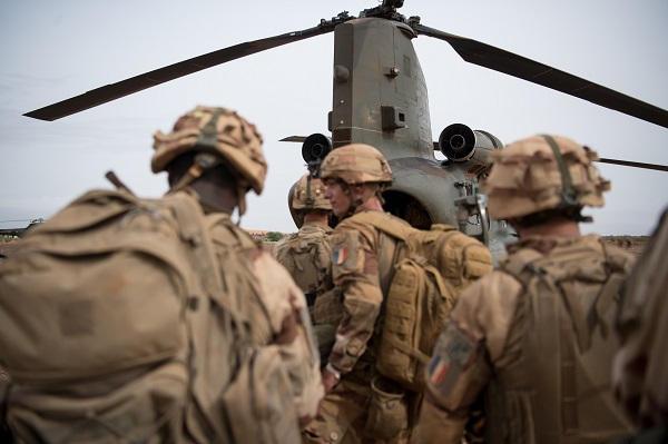 De l'importance des hélicoptères lourds à Barkhane Chinoo16