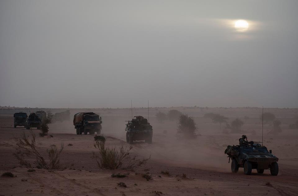 Opération Charente, , un convoi dans le désert Convoi10
