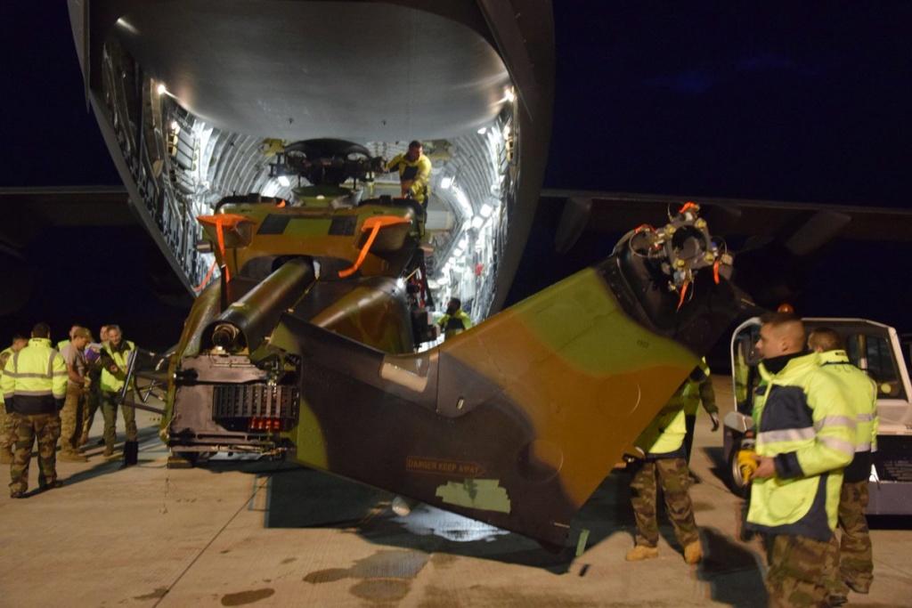 Premier convoyage d'un Caïman par C17 de l'USAF D0kgwe10
