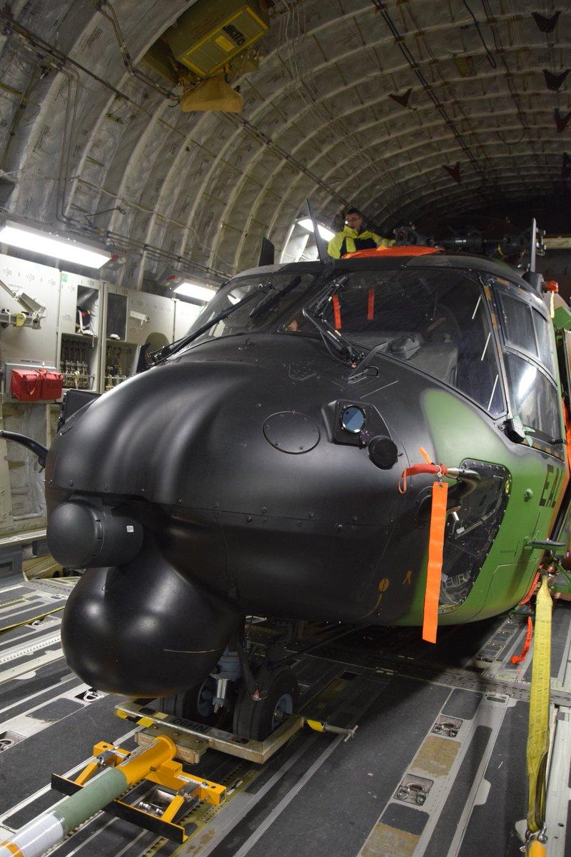 Premier convoyage d'un Caïman par C17 de l'USAF D0kgye10