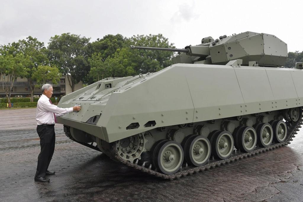 Singapour présente le véhicule de combat blindé Hunter D8x7zt12