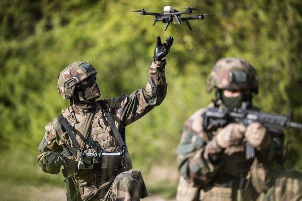 Les micro-drones NX70 sont arrivés à Barkhane Eevdcx10