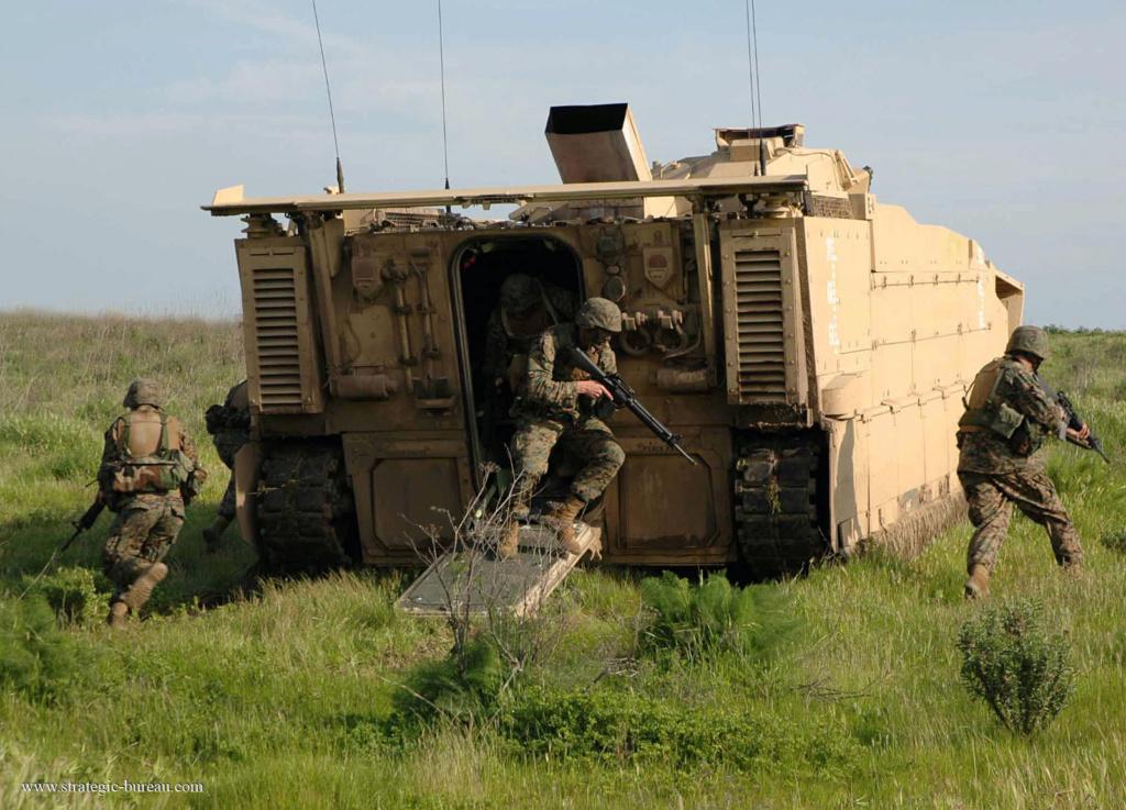 Projet de véhicule blindé de combat d'infanterie amphibie US Efv_vb13