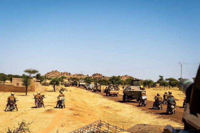 Des motos pour les Forces Armées Maliennes Ek4cjy10