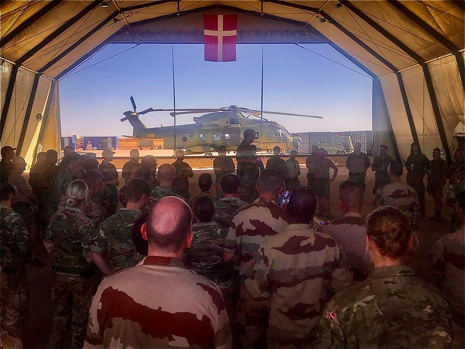 En décembre 2 hélicoptères lourds danois pour Barkhane El_rvh11