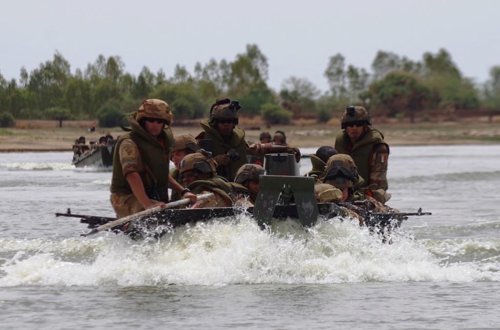 Le GTDI en patrouille... fluviale sur le Niger Germer11