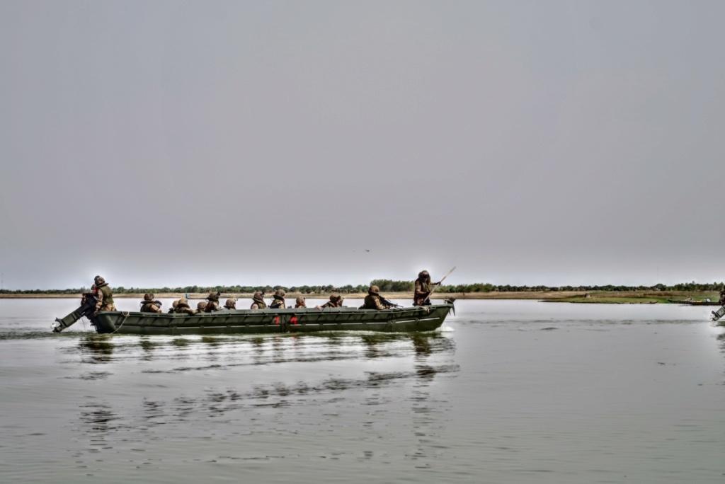 Le GTDI en patrouille... fluviale sur le Niger Germer12