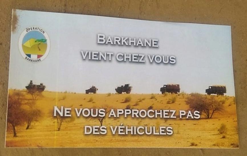 Des tracts pour amener la population à aider Barkhane Image220