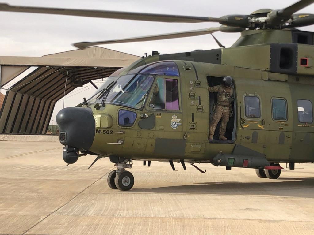 En décembre 2 hélicoptères lourds danois pour Barkhane Img_2311
