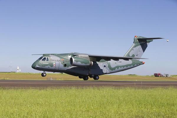 Le KC-390 brésilien, une sortie de piste à...127 M$ ! !  Kc-39011