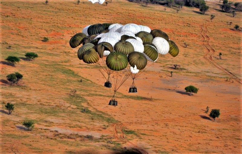 Une livraison par air essentielle pour l'opération Aconit Lpa-110