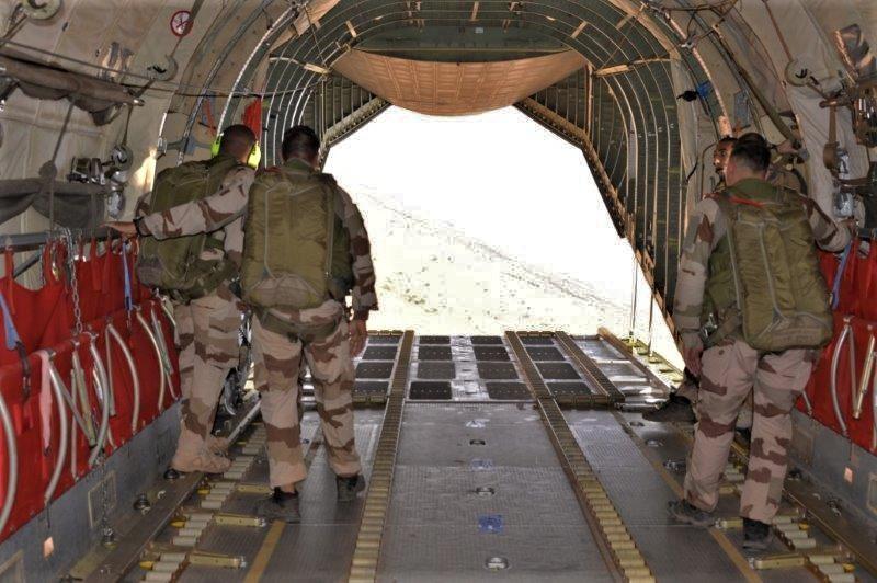 Une livraison par air essentielle pour l'opération Aconit Lpa-210