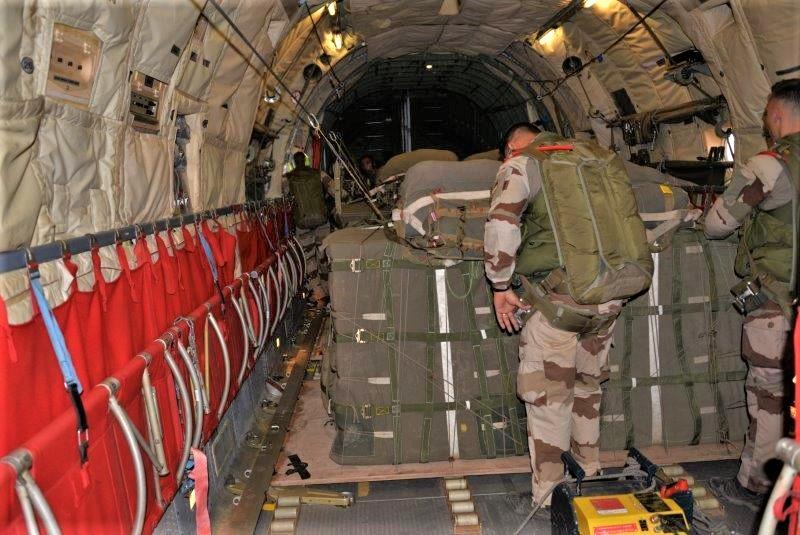 Une livraison par air essentielle pour l'opération Aconit Lpa-310