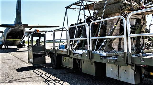 Une livraison par air essentielle pour l'opération Aconit Materi10