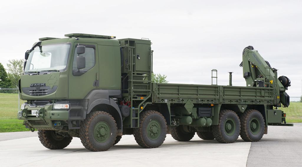 Livraison des camions Mack pour l'armée canadienne Medium10