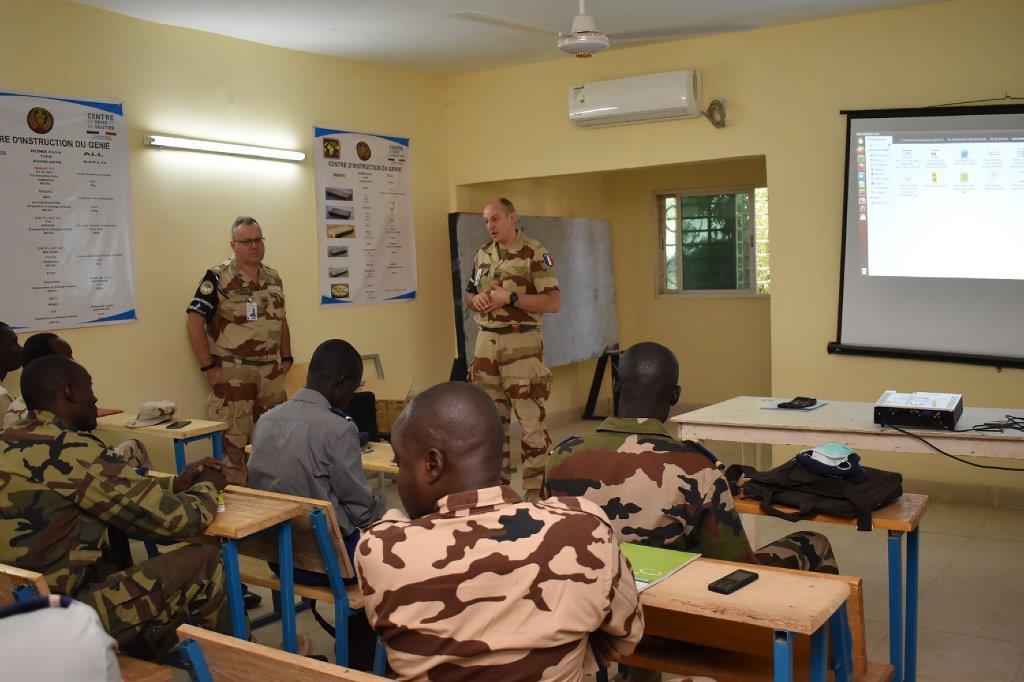 La Gendarmerie pour former les forces de sécurité du Mali ? Np_ndj10