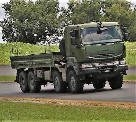 Livraison des camions Mack pour l'armée canadienne Ob_22f10