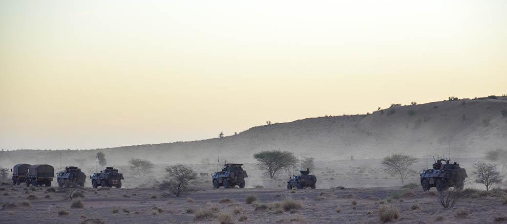Opération Charente, , un convoi dans le désert Ob_a2a10
