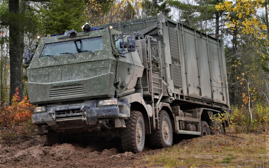 Livraison des camions Mack pour l'armée canadienne Photo-11