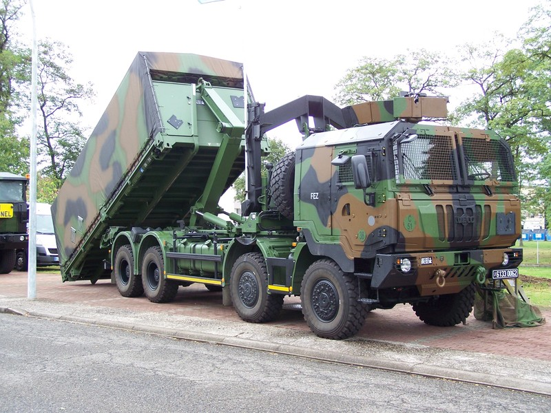 Direct auto sur la chaine C8 sur les véhicules militaires Pplog_10