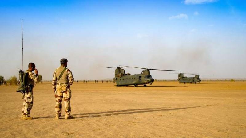 En décembre 2 hélicoptères lourds danois pour Barkhane Raf_ch10