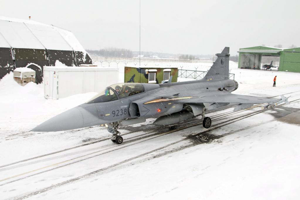 La Finlande veut remplacer ses F/A-18 Hornet Saab_j10