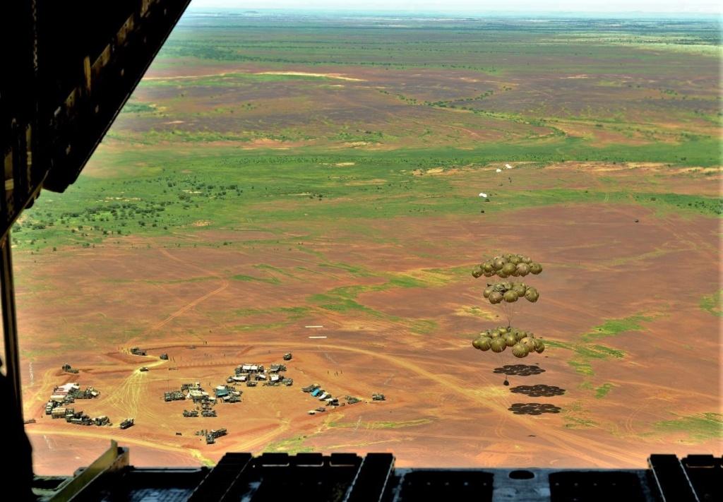 1ère livraison par air en opération à partir de l'A400M  Scale110