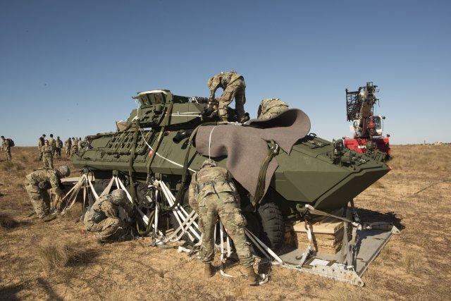 La 82° Division Aéroportée US largue ses LAV-25A2 ! Size0110