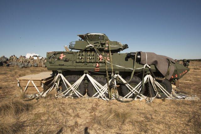 La 82° Division Aéroportée US largue ses LAV-25A2 ! Size0210