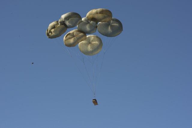 La 82° Division Aéroportée US largue ses LAV-25A2 ! Size0410