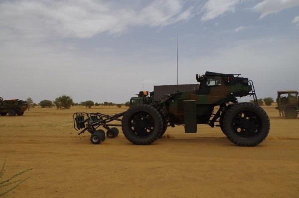 Opération Charente, , un convoi dans le désert Souvim10