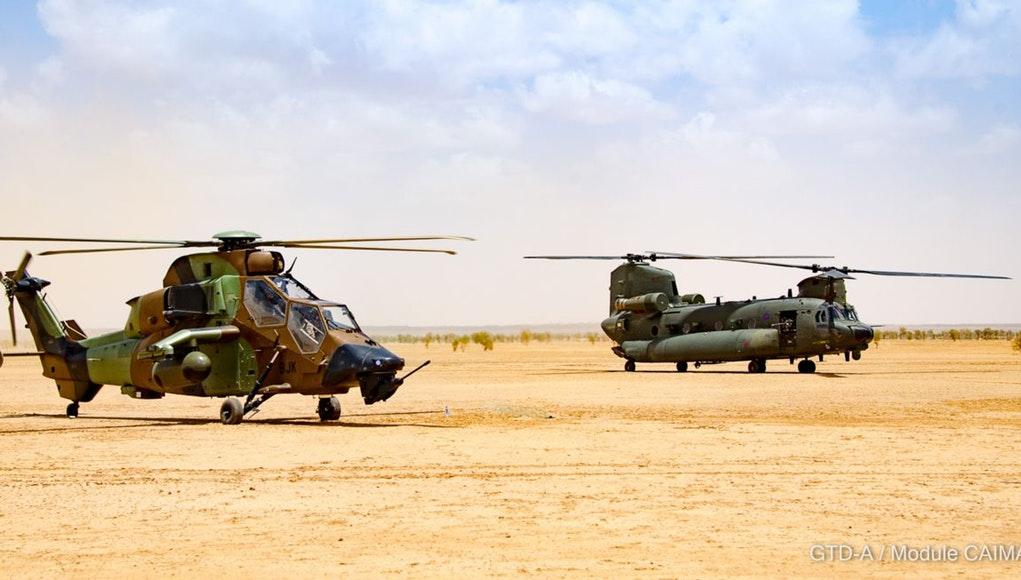 Relève d'un CH-47 Chinook britannique sur la base de Gao Tfmali14