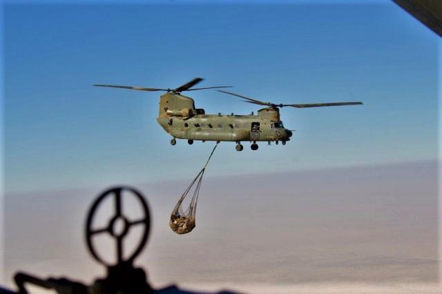 Mission prolongée pour les 3 CH-47D Chinook de la RAF Tfmali15