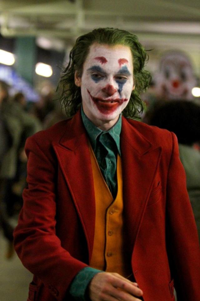 The Joker (Phoenix / De Niro) (October 2019) - Page 2 41514210