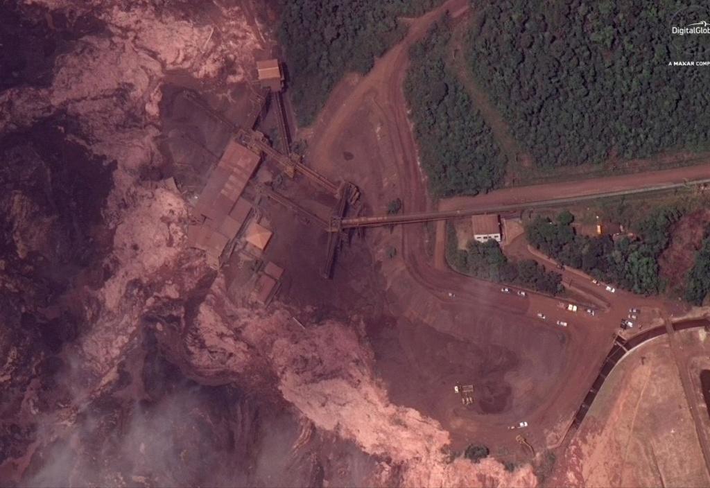 """""""On a vu notre maison totalement engloutie par la boue"""" : au Brésil, l'effondrement d'un barrage minier sème la désolation 16914410"""