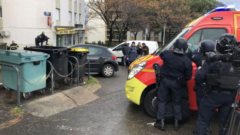 Tirs à Bastia : le bilan s'alourdit à un mort et 6 blessés, l'auteur des coups de feu retranché dans un appartement 16933611