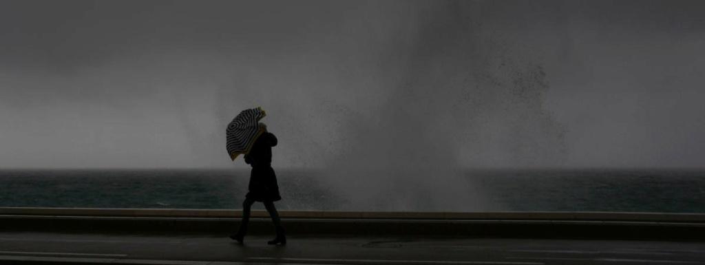 """Vents violents : """"Il va y avoir des épisodes de pluies assez intenses avec des phénomènes orageux possibles"""" 17001210"""
