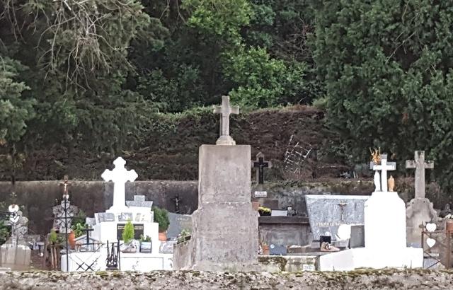 Perpignan: Un pilleur de tombe sévit dans le cimetière de Saleilles 640x4109