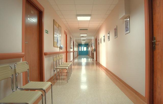 Cannes: Il menace les soignants de l'hôpital avec sa machette 640x4195