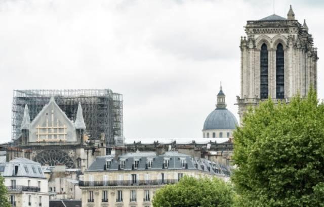 Reconstruction de Notre-Dame: Les Français contre une loi d'exception et pour une flèche à l'identique, d'après un sondage 640x4498